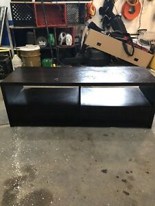 Tv stand w drawers
