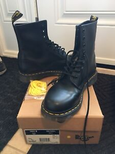 Dr. Martens Women's Classic Leather 1460 8-eye