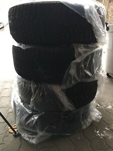 4 pneus Pirelli 215/65R16 (winter ice zero)