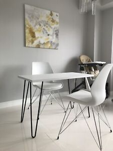 A set of 2 chairs and a table
