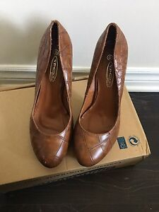 classic brown heels size 8 , 8 1/2