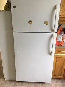 White Westinghouse Fridge 3 years old $150