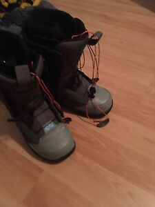 Men's sizes 10.5 thirty two snowboard boots