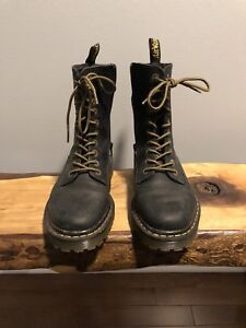 Dr. Martin boots with side zip - size 8US - 39euro