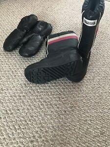 Women's Snowmobile boots and mitts