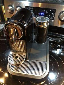 Nespresso citiz avec mousseur lait . VENDU!!!
