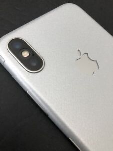 Unlocked iPhone X Silver 256GB + 2 cases And Slickwrap