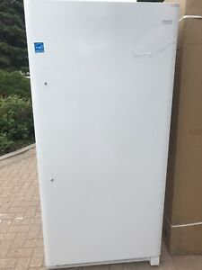 Brand new stand up freezer 18 cu feet white frost free