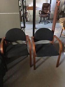 2 chaises de bureau