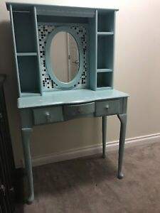 Vanity Table / Make Up Table