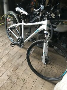 Womens Giant Hybrid bike
