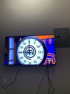 "55"" QLED series 8 Samsung tv"