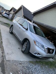 2014 Nissan Pathfinder SL AWD fully loaded