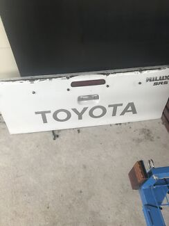 Hilux tail gate an billet grill