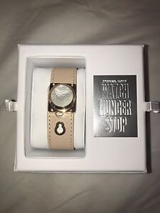 *BRAND NEW IN BOX* WATCH HUNGER STOP MICHAEL KORS WATCH