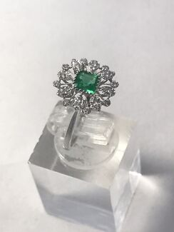 GENUINE NATURAL EMERALD & DIAMOND RING 18ct GOLD VALUED AT $3,870