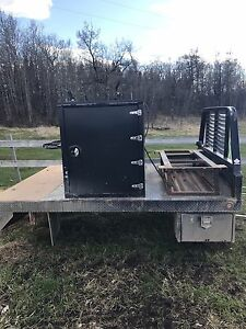 Single wheel long box welding deck
