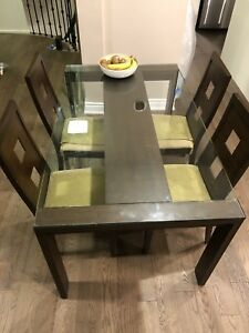 Dining table with 4 chairs : solid wood with glass top