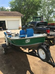 14ft aluminum fishing boat w/ 15hp Honda 4 stroke
