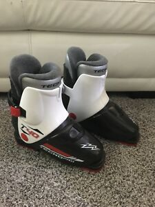 Youth ski boots size 1
