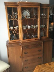 Buy Or Sell Hutchs Display Cabinets In Ontario