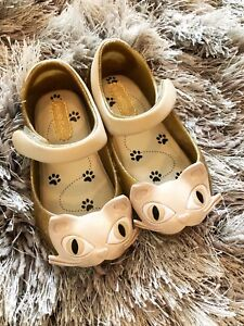 Toddler size 6 kitty cat shoes Mary Jane