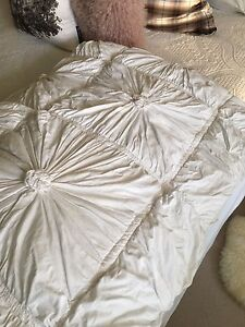 Lazy Bones Rosette Quilt Queen/King size Bomaderry Nowra-Bomaderry Preview