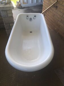 Claw foot Bathtub and faucet