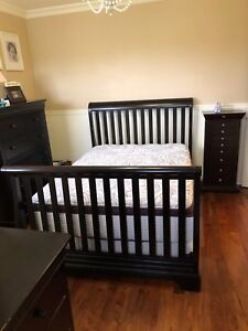 Convertible crib to double bed