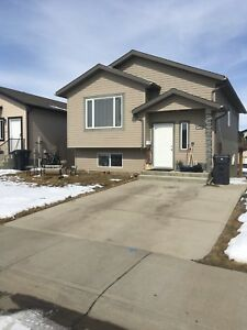 Available June 1st, W/S 4 Bed, 2 Bath, Full House