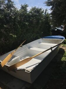 14ft fibreglass boat / chaloupe