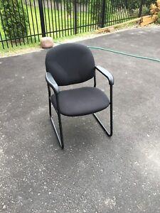 Chaises (2) pour bureau, salle d'attente
