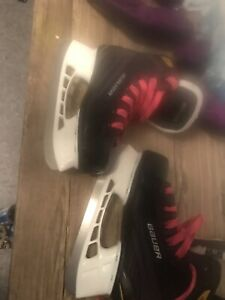Youth skates ,, Excellent condition