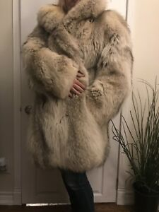 WOMENS COYOTE FUR COAT MINT CONDITION