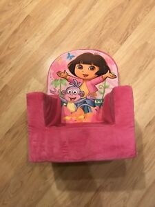 Dora plush chair