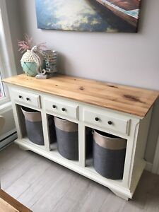 Beautiful wooden hutch with lots of storage!