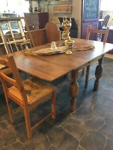 ANTIQUE TABLE WITH 2 chairs $286