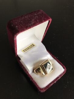 9ct Gold Onyx & CZ Gents Ring