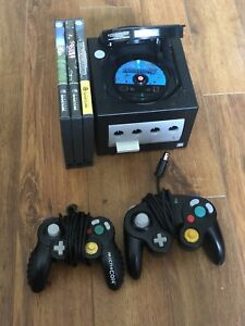 GameCube and 4 games! Pikmin 2 etc!