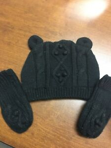 Baby toque and mitts