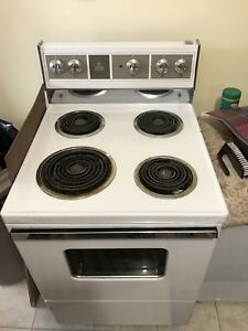 Apartment size working stove 100 obo