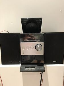 Sony CD sterio with speakers