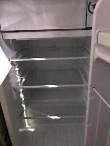 Danby Mini Fridge w/ Freezer - Great condition