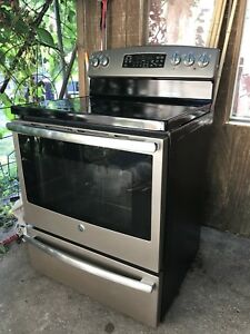 General Electric Stove***LIKE NEW CONDITION!***
