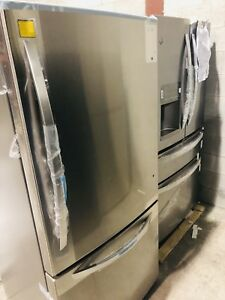 "LG 30"" BOTTOM FREEZER FRIDGE **New Open Box**"