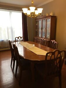 Solid wood dining room table, 6 chairs and buffet hutch