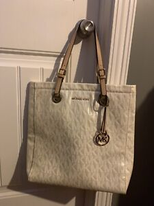 4a6adcc3c82ee5 Michael Kors | Buy or Sell Women's Bags & Wallets in St. John's ...