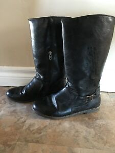 Kids boots size 4