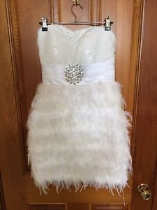 Feather and sequin dress Size 8 Smithton Circular Head Preview