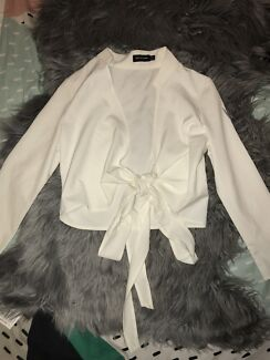 WHITE LONG SLEEVE TOE FRONT CROP TOP - size 8